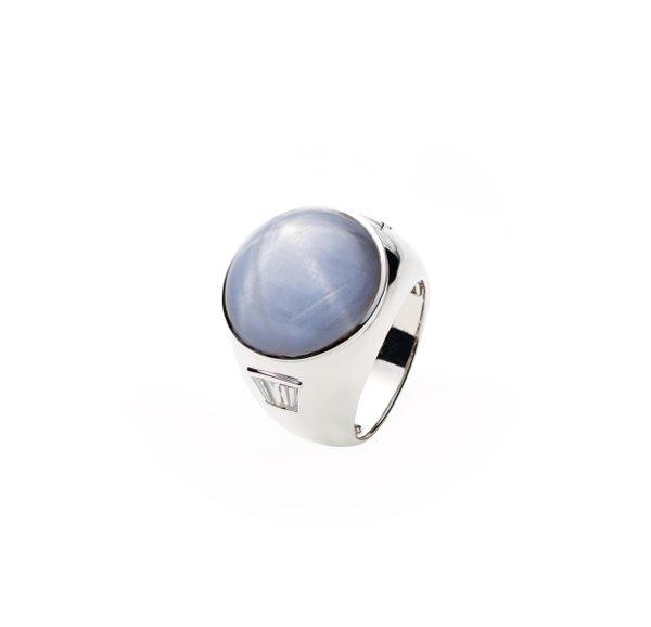 750 White Gold Gem Stone Ring D2-002