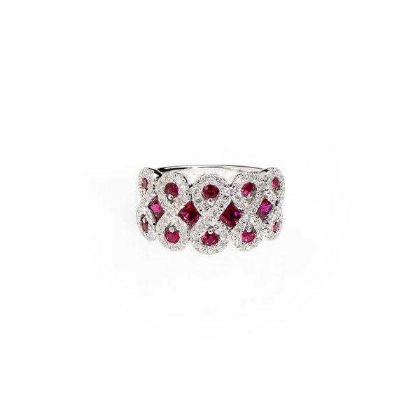 750 White Gold Gem Stone Ring D2-003