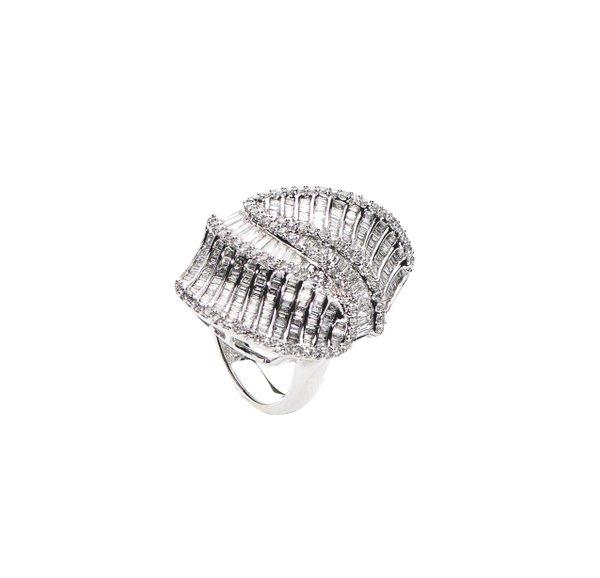 750 White Gold Diamond Ring D3-005