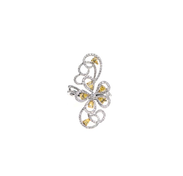 750 White Gold Diamond Ring D3-009
