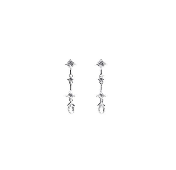 750 White Gold Diamond Earring D3-016