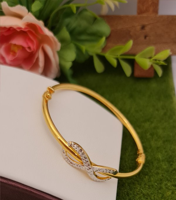 916 Gold Two Tone Eight With Round Shape Bangle