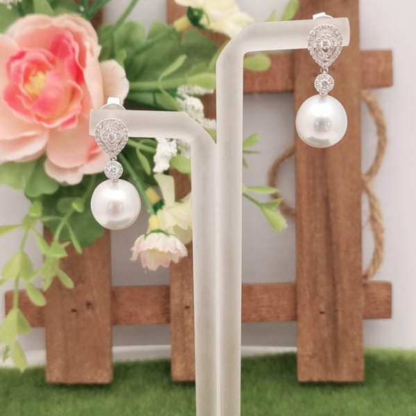 18K White Gold Pearl With Diamond Dangling Earring3ME00119