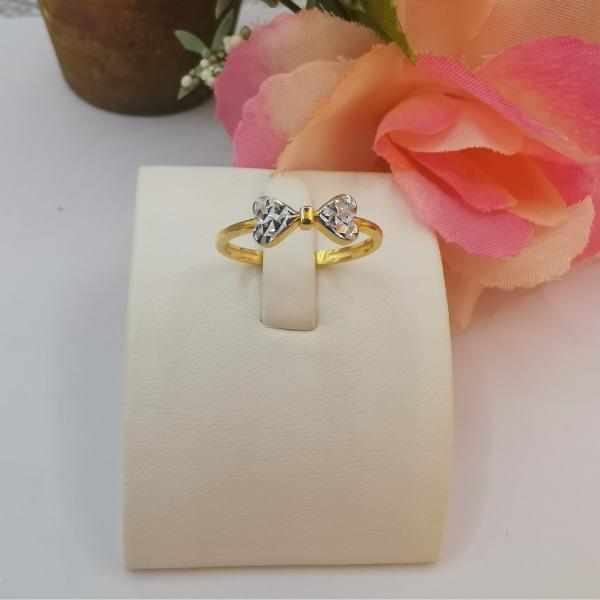 916 Gold 2 Tone Crystal Cut Ribbon Ring